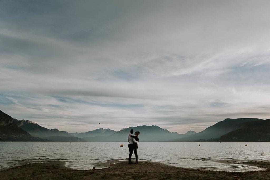 Séance couple Plage Albigny - Photographe Annecy - EMKA Photographe